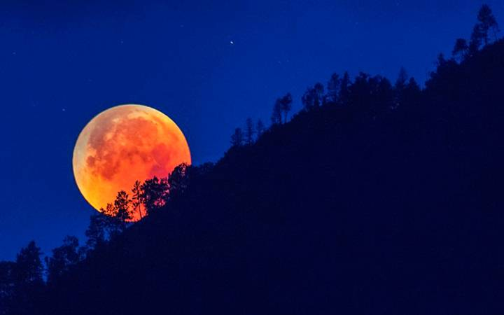 лунное-затмение-2019